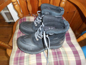 Mens boots size 6 north face