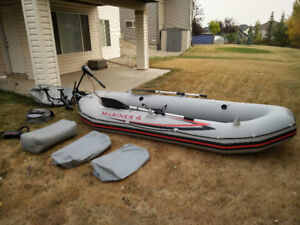 INTEX MARINER 4 INFLATABLE BOAT / TROLLING MOTOR