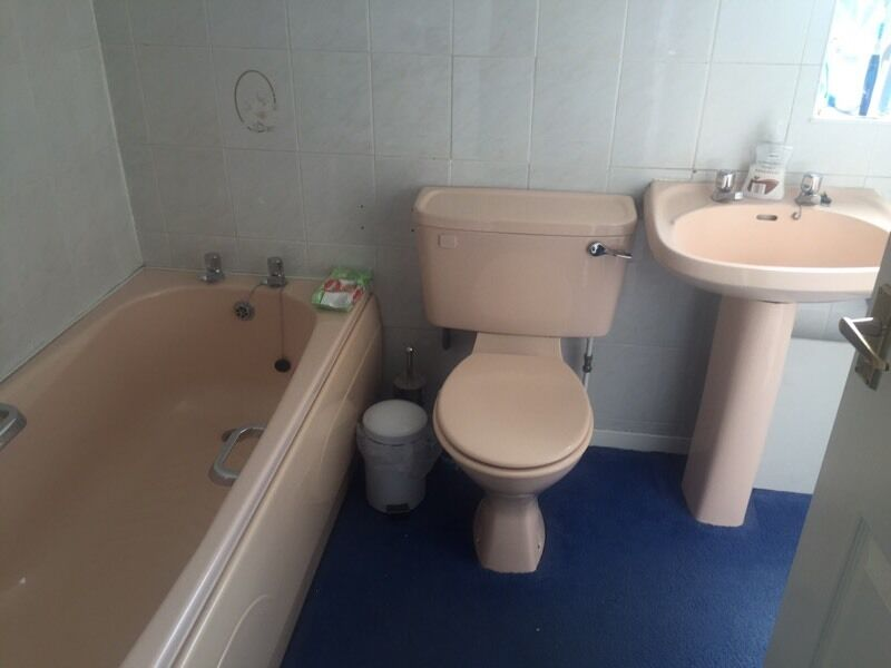 Free peach bathroom suite in sutton in ashfield Peach bathroom