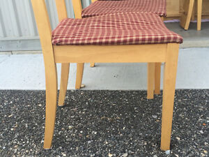 4 piece table and chair set London Ontario image 4
