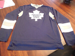 Toronto Maple Leafs Boy's size Small Practise jersey