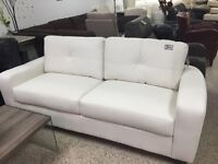LOVE SEAT OR 2 SEATS COUCH IN WHITE BONDED LEATHER 375$