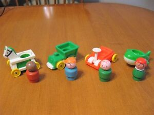 VINTAGE FISHER PRICE LITTLE PEOPLE 4 WOODEN PEOPLE AND 4 CARS