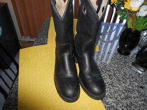 COWBOY  BOOTS STEEL TOE MEN SIZE 8 BY CANADA WEST  .
