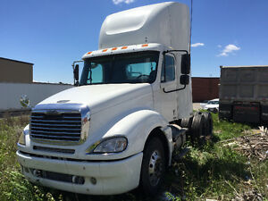 2004 Freightliner Columbia ORIGINAL KM MINT CONDITION