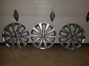 Nissan hubcaps 16 inch