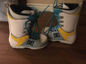 MENS DC SNOWBOARD BOOTS SIZE 8