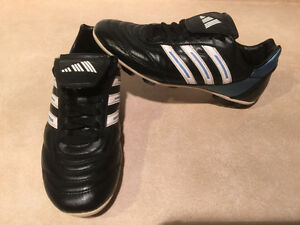 Women's Adidas Outdoor Soccer Cleats Size 7 London Ontario image 1