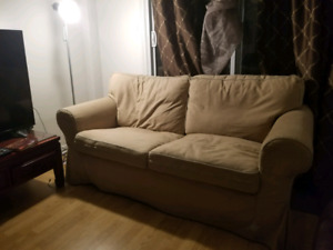 Sofa a vendre 50$ negotiable / selling couch 50$ and negotiable