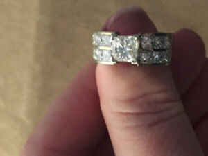 Stunning 4.5 Karat Diamond Engagement Ring Princess cut.