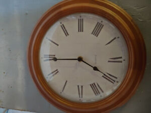 Horloge murale en bois