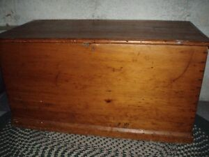 LARGE ANTIQUE PINE BLANKET BOX OR COFFEE TABLE London Ontario image 1