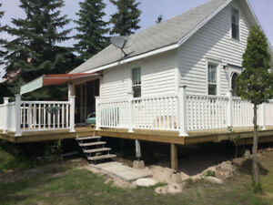 WATERFRONT cottage Burgis Beach/Good Spirit Lake