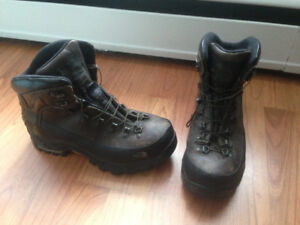 The North Face hiking boots Goretex 8.5