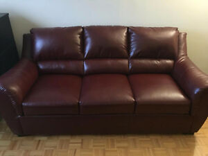 URGENT - BRAULT ET MARTINEAU RED COUCH 3 SEATS