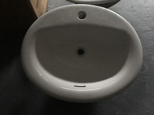 Selling 5 brand new never used sinks