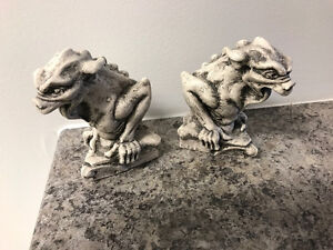 Pair of gargoyles - Halloween Party Decor
