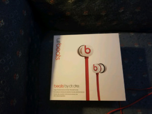 White Beats By Dre URbeats earbuds VERY gently used