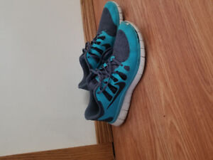 NIKE FREE 5.0 SHOES SIZE 11.5