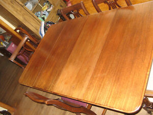 Duncan Phyfe Table + 4 chairs West Island Greater Montréal image 4