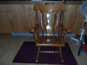 new heavy duty hardwood rocking chair in mint condition
