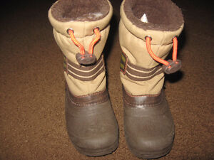 Size 9 brown winter boots
