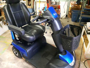BRAND NEW  4 WHEEL MOBILITY SCOOTER paid$4000   must go now pric