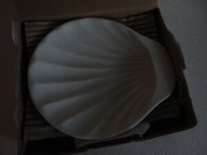Brand new in box set of 4 shell shaped serving plates London Ontario image 5