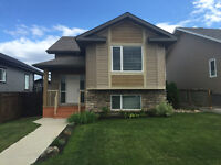 Beautiful Bi-Level Home In Ranchlands - Great View!