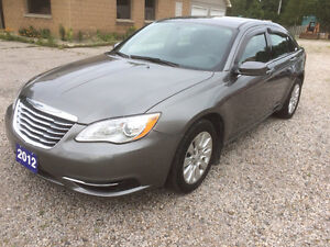 2012 Chrysler 200 ONLY 35,000KMS!