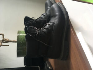 Women's size 6 black leather timberlands