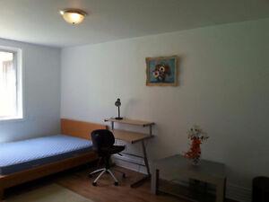 Several Rooms (Plusieurs chambres à louer)-Metro Côte-des-Neiges