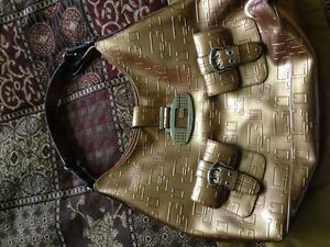 Guess Purses and Wallet Cambridge Kitchener Area image 1