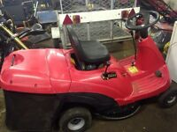 Ride-on mower with grass collector