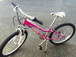 Girls Trek MT220 - Excellent condition - $200