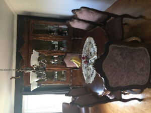 Dining room in a very good condition with the buffet