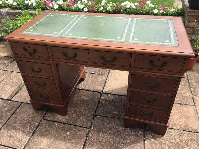 Antique Style Yew Wood Table For Sale. - Antique Style Yew Wood Table For Sale..! In Cambridge