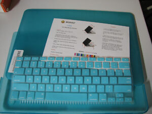 """Blue Apple 13"""" MacBook Pro hard case w. silicon keyboard cover."""