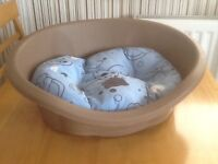 Small dog bed or cat bed
