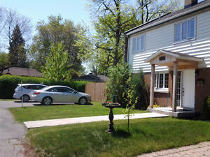 Furnished bedrooms are available in Tudor Ave, Pointe Claire H9P