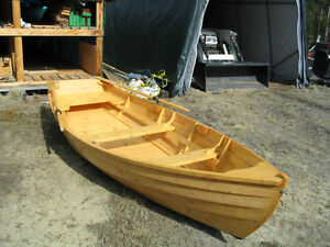 Wooden dory rowing skiff