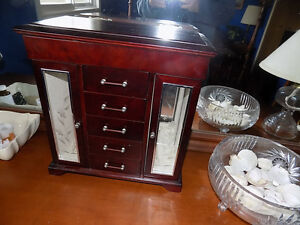 Wooden Jewellery Box - Good condition