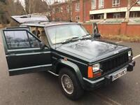 Jeep Cherokee 4.0 auto Limited. STACKS OF SERVICE HISTORY. 2X KEYS. 2 OWNERS.