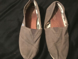 Grey toms for sale