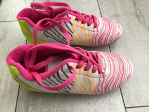 Size 13 (jr) Soccer Cleats- Kelowna