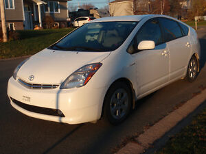 2009 Toyota Prius (Hybrid) - white - REDUCED PRICE