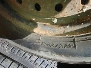 2 pneus hiver 215 70 15 sur roues 5 x 114.3