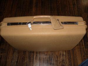 vintage Samsonite Saturn III suitcase