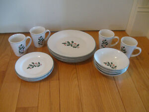 ATTRACTIVE VINTAGE 16-Pc.SET MAYFAIR & JACKSON CHINA DINNERWAR