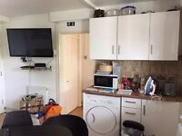 SINGLE ROOM IN FULHAM..AVAILABLE NOW..£125 PW